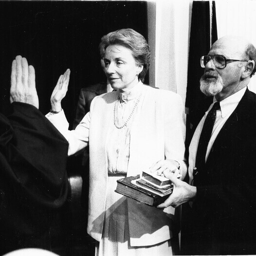 Madeleine Kunin takes the oath as Vermont's first female governor